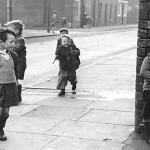Niños callejeando